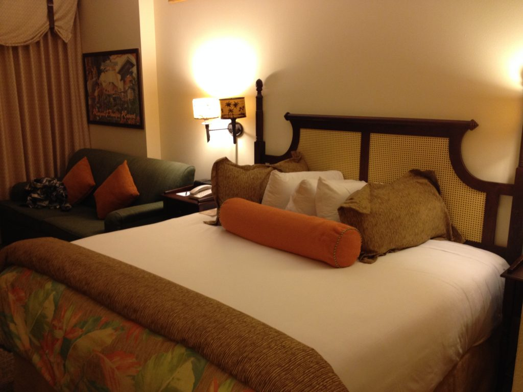 Loews Royal Pacific Resort King Room Bed #universalorlando #lowesroyalpacificresort #florida #orlando