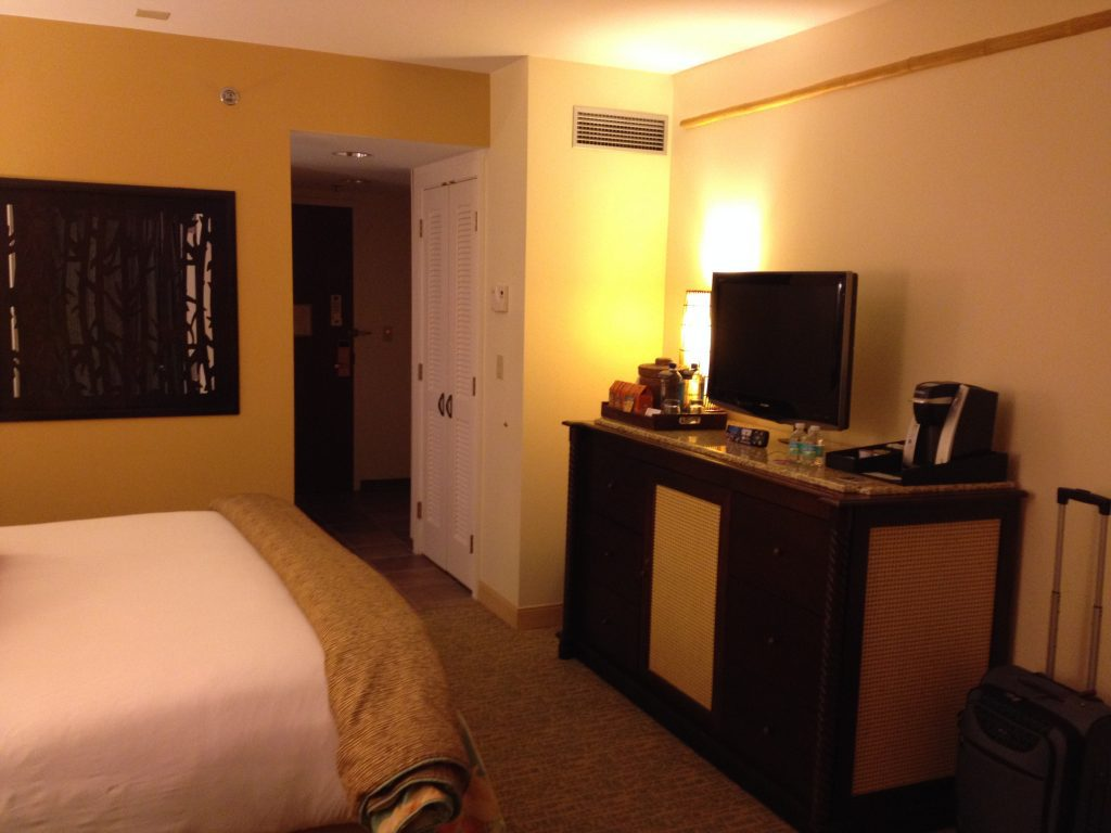 Loews Royal Pacific Resort King Room Bedroom View #universalorlando #lowesroyalpacificresort #florida #orlando